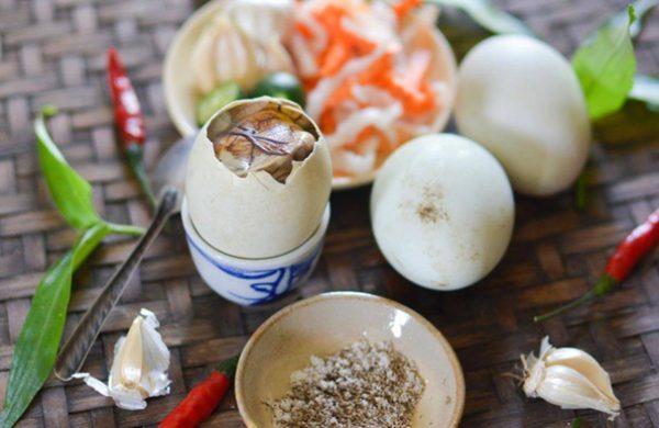 Đi dọc Việt Nam – tìm hiểu cách ăn trứng vịt lộn của người dân 3 miền có gì đặc biệt