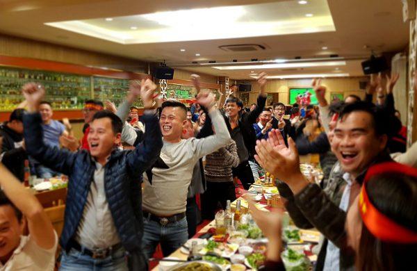 Cháy hết mình cùng đội tuyển Việt Nam tại quán bia Vân Hồ
