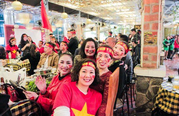 """Quán bia nào bao """"yêu"""" cho các tín đồ bóng đá Việt Nam"""