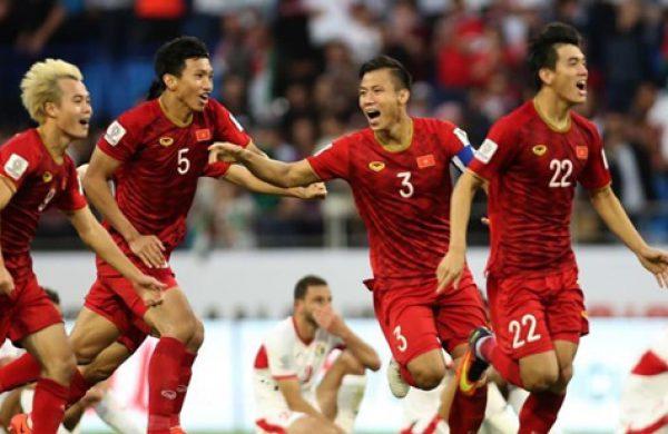 """Đến quán bia xem bóng đá tại Hà Nội """"cháy"""" hết mình cùng tuyển Việt Nam trong vòng loại World Cup 2022"""
