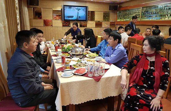 Cùng gia đình thân yêu thưởng thức tiệc tất niên ấm cúng tại nhà hàng Vân Hồ