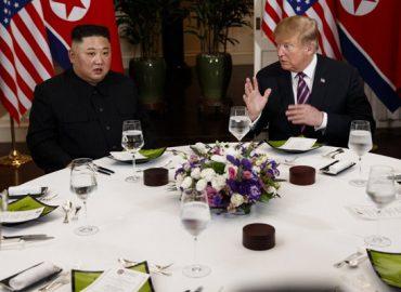 Tổng thống Donald Trump và Chủ tịch Kim Jong-un đã ăn món gì tại bữa tối xã giao?