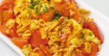 Biến tấu với món trứng chiên sốt cà chua lạ miệng mà bắt cơm vô cùng