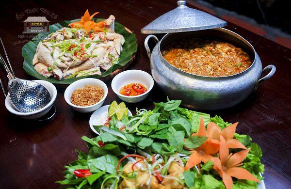 Lẩu cua đồng gà ta thơm ngon chuẩn vị Hà Thành tại Ẩm Thực Vân Hồ