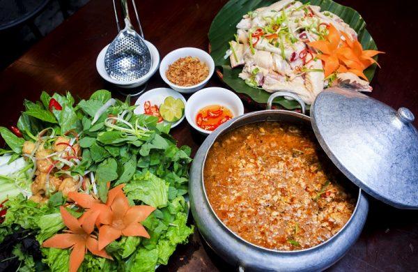 Lẩu cua đồng gà ta VIP – món ngon đậm vị quê nhà tại Ẩm thực Vân Hồ