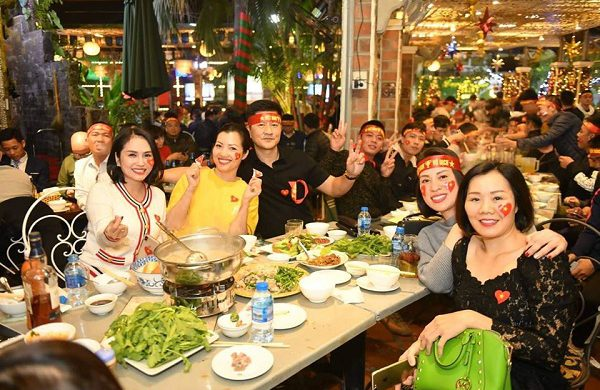 Nhà hàng ăn tối ngon ở Hà Nội đừng bỏ lỡ Ẩm thực Vân Hồ