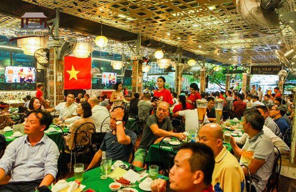 Truy tìm địa chỉ quán bia chiếu bóng đá Hà Nội